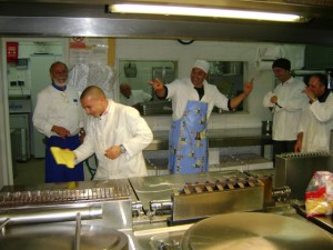 Spaß in der Küche für ein besonderes Abendessen in der Toskana