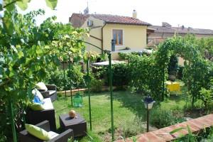 Romantische Ferien unter Weinreben in der Toscana