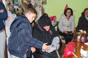 Befana bringt Süßigkeiten in der Toscana