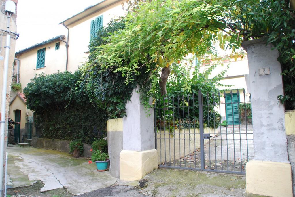 Immobilien Toskana Haus in Dorflage mit Garten Terrasse