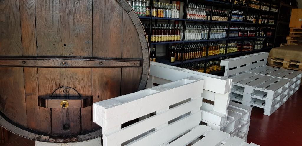 Große Auswahl an Likören, Grappa, Prosecco, Vin Santo in Lari
