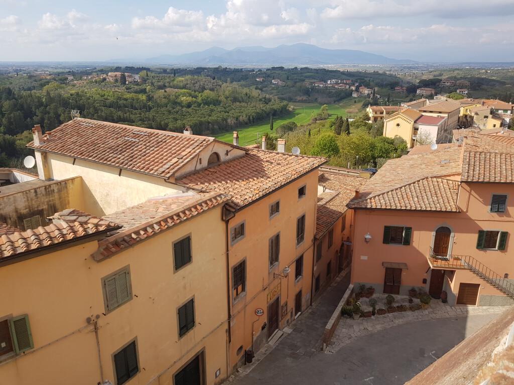 Ansicht von Lari , mittelalterliches Dorf in der Toskana